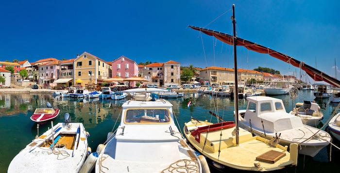 porto di un villaggio di pescatori in Croazia