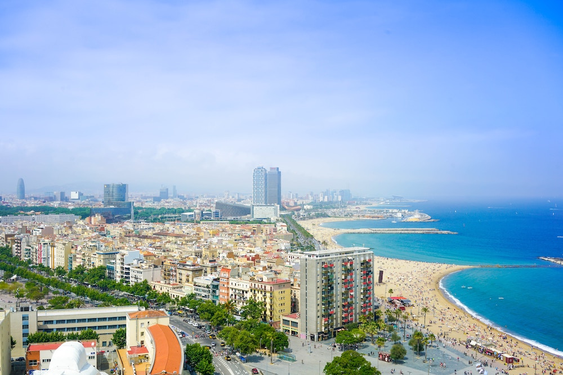 Veduta aerea della città e del paesaggio costiero di Barcellona Spagna