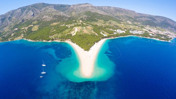 famosa spiaggia dell'isola di Bol in Croazia