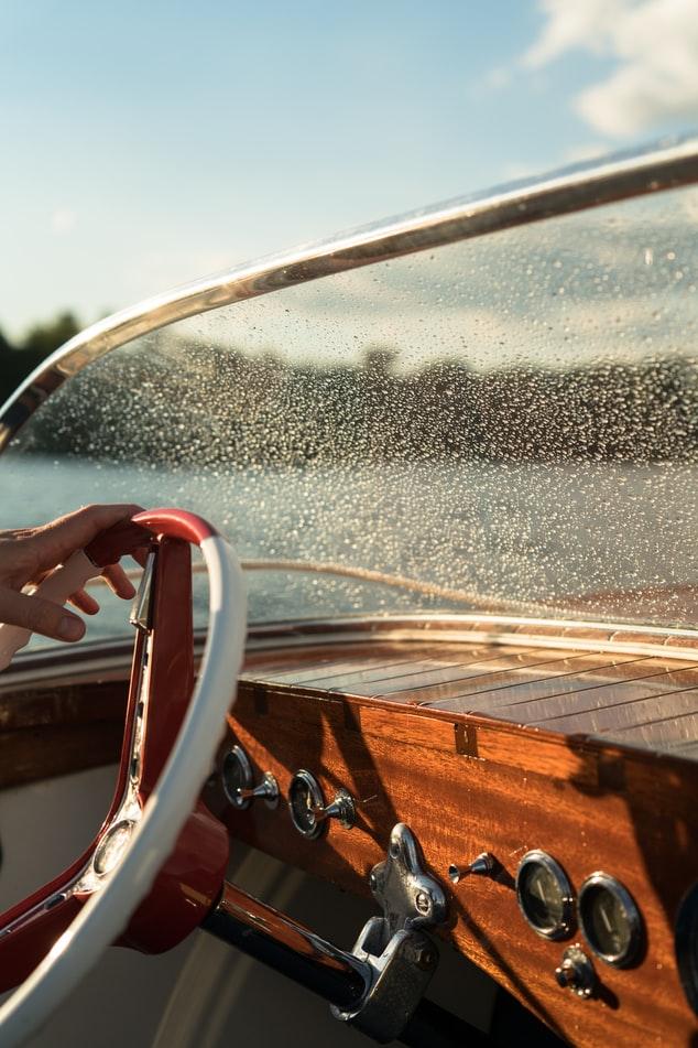 Noleggiare una barca con Skipper è l'ideale per chi non ha la patente nautica