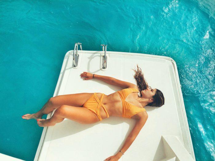 Rilassarsi in barca a motore